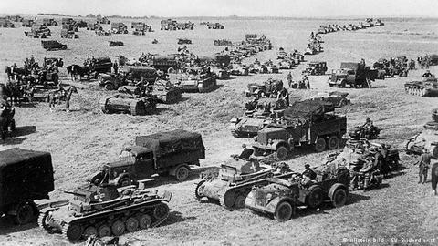 German_tanks_invade_Poland_1939_large